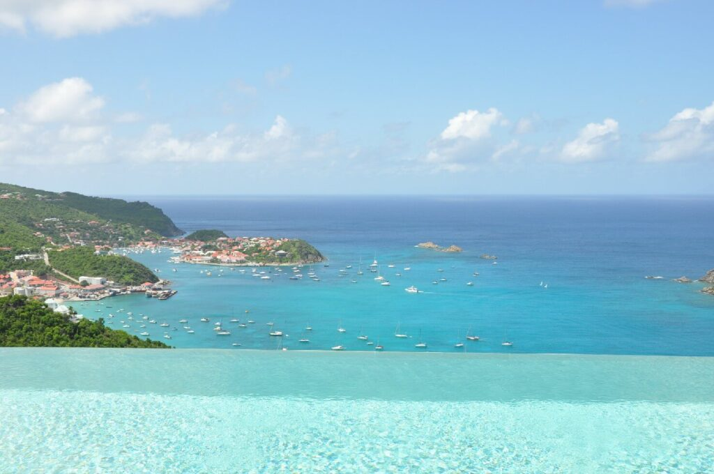 THE VIEW - Colombier